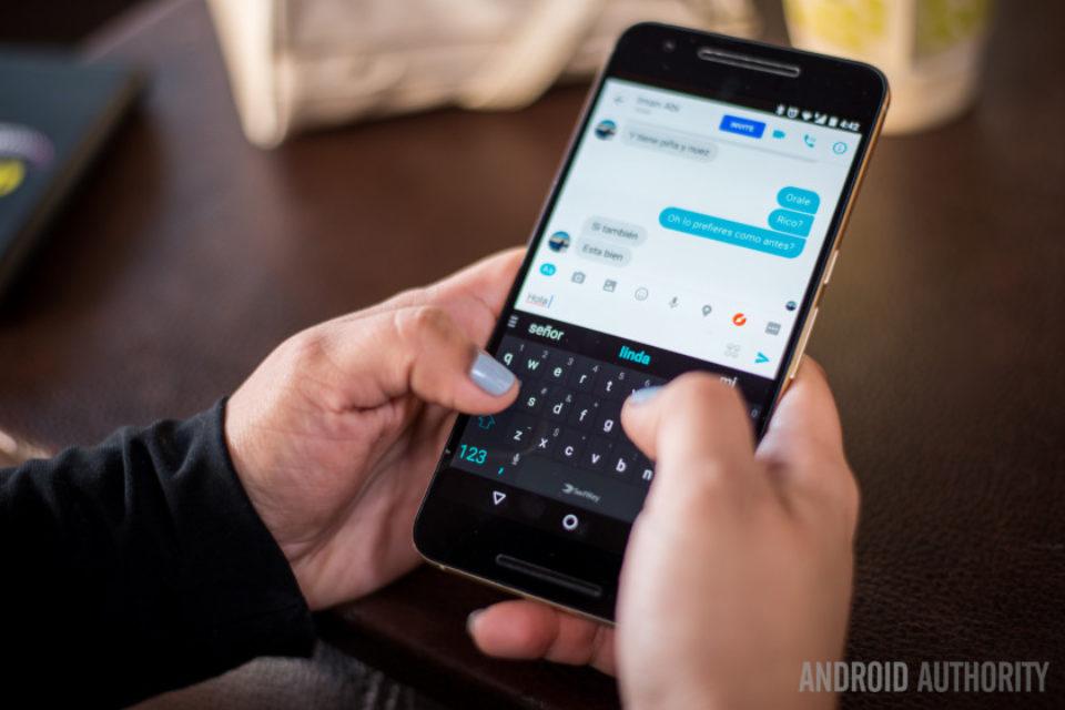 Вече и потребителите във Великобритания могат да си изпращат пари чрез Facebook Messenger