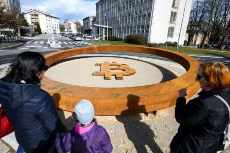 В Словения откриха паметник на биткоин
